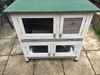 Small rabbit/guinea pig hutch with cover