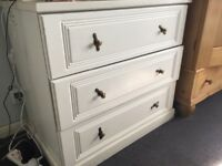 White versatile chest of drawers