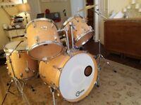 Pearl Drum Kit- DLX series in Maple