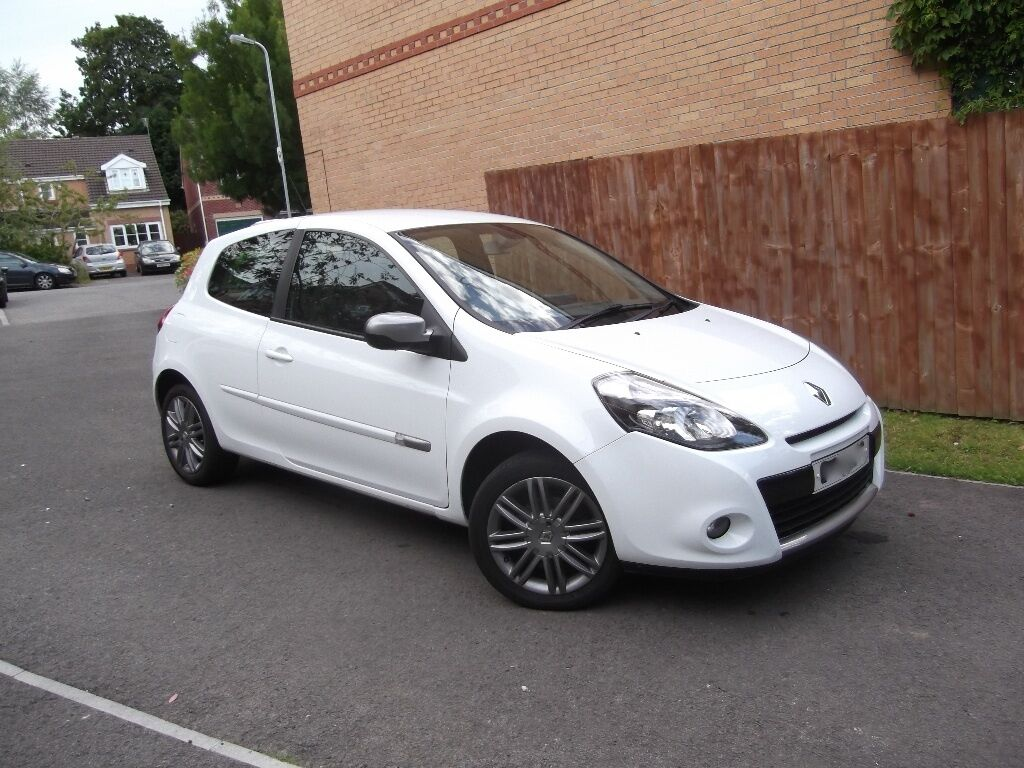 2011 61 white renault clio dynamique tomtom 16v 1 lady owner from new in canton cardiff gumtree. Black Bedroom Furniture Sets. Home Design Ideas