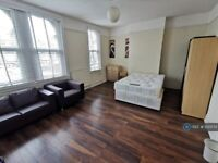2 bedroom flat in High Road Leytonstone, London, E11 (2 bed) (#1120574)