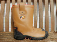 Mens size 9 tan leather quality fleece lined Steel toecap Rigger Boots