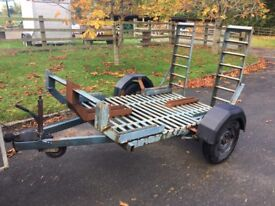 Trailer suitable for quad bike or dirt bikes