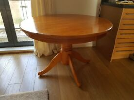 OAK ROUND PEDESTAL TABLE - 4 SETTINGS - LOVELY CONDITION