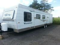 2004 WILDERNESS MADE BY FLEETWOOD 40FOOT IN EXCELLENT CONDITION