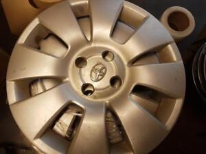 enjoliveur de roue toyota achetez ou vendez des pi ces pneus et jantes neufs ou d 39 occasion. Black Bedroom Furniture Sets. Home Design Ideas