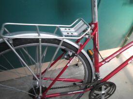 women's hybrod bike traditional large frame wine red Holdsworh Amblesider 28 inch wheel