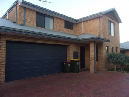 Large Lovely Townhouse! 3 bedroom with split airconditioners