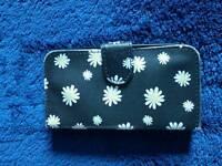 Black daisy print phone case