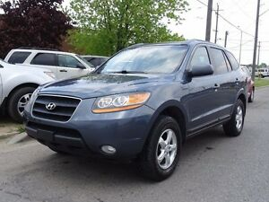 2009 Hyundai Santa Fe Low Kms. Accident Free. Well maintained.