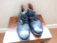 PAIR OF MEN'S CLARKS ANKLE BOOTS. SIZE 7. BRAND NEW.