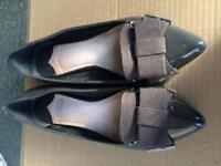 Pretty Grey Faith Ballet Pump shoes size UK 5