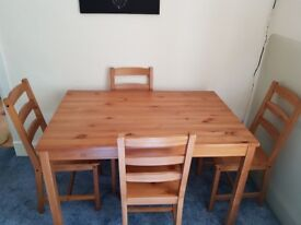 Table with 4 chairs from solid pine (75x118cm)