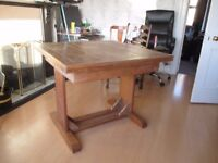 Solid Oak extendable Dining table