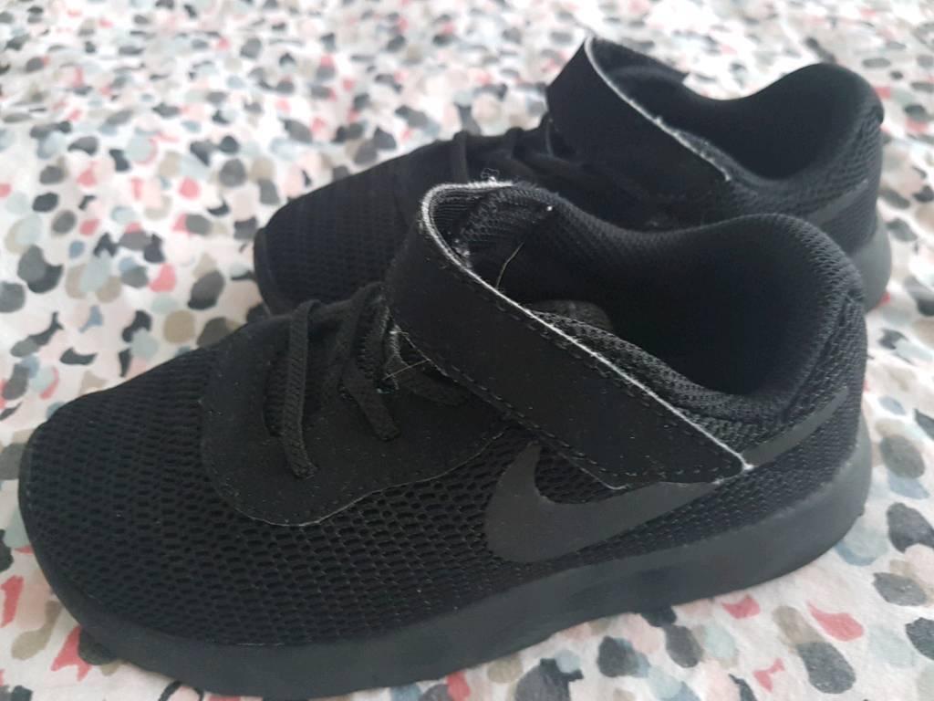 NIKE black trainers UK9.5 toddler