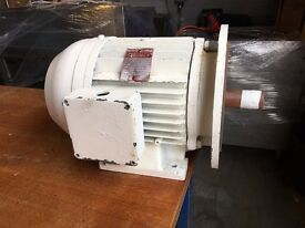 BROOK CROMPTON 3 PHASE 440V ELECTRIC MOTOR 5.5KW 7.5HP