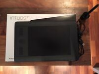 Wacom intuos pro small with grip pen