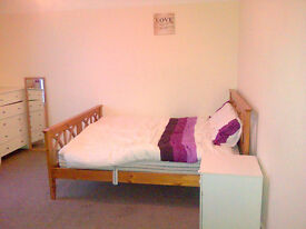 ⌂ 3mins walk from Central Line ⌂ Very large room in Redbridge
