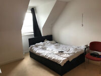 Room to rent in 3 bedroom share - £390 a month