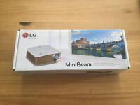 LG Minibeam PH150G Portable Projector (HD 1280x720, 130 lumens, Miracast/WiDi built in)