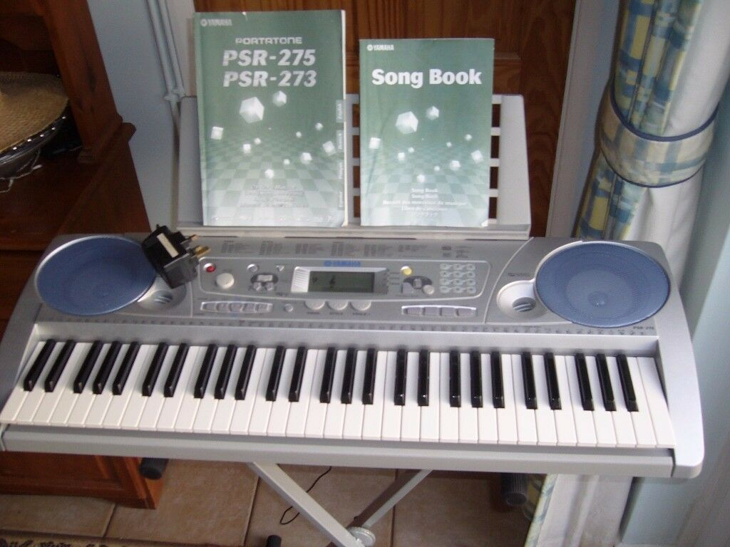 Yamaha PSR- 275 electronic keyboard with accessories