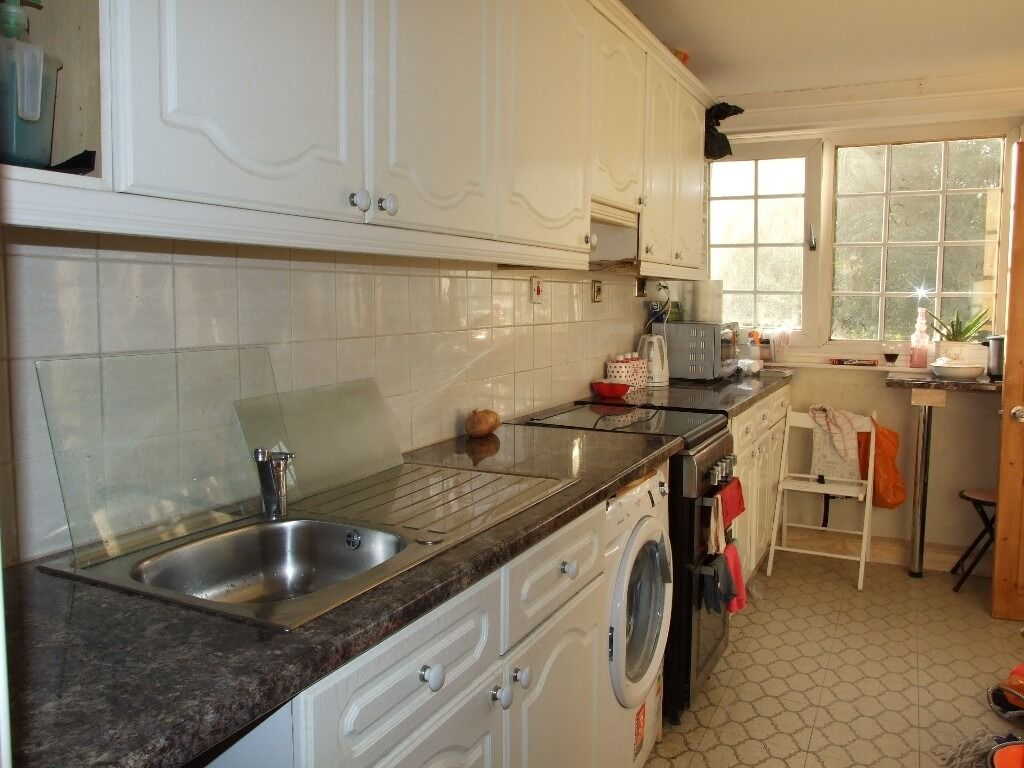 Great Location! 4 Bed Flat close to Whitechapel Station
