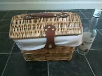 Wicker hamper / gift basket