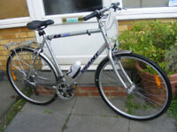 "MANS GIANT HYBRID BIKE 23"" ALUMINIUM FRAME IN GREAT WORKING CONDITION"