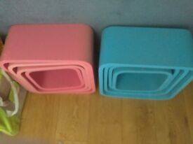 Pink and blue retro style boxes