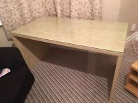 GOOD QUALITY DESK/TABLE FOR SALE