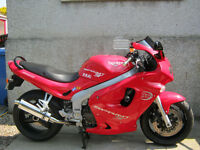 Triumph Sprint 955 ST Excellent all round bike,,must go before the week end,nead the room asap