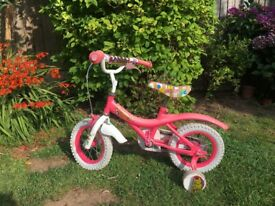 A little pretty pink bike