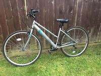 Women's medium sized hybrid bike