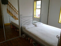 Spacious stylish double rooms suitable for couple /two sisters etc, in spacious renovated house.