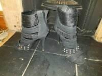Stilettos black size 7