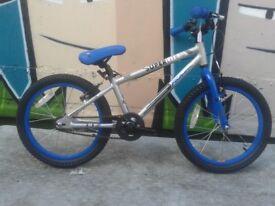 NEW Falcon Boys 18 Inch Wheel Aluminium Alloy Superlite Bike -RRP £225