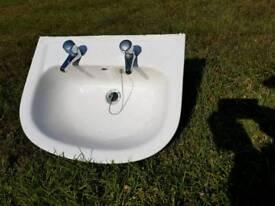 Pedestal wash hand basin