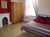 Good size double room outside Kennington Station