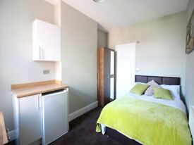 Hi Spec En-suite room to rent at 8 Yarbrough all bills included, kitchenette and free WiFi!!!!!