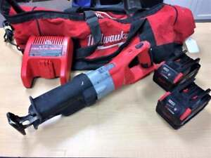 Scie alternative 28V MILWAUKEE 2 Batteries + chargeur ***Testée et Garantie***p027897