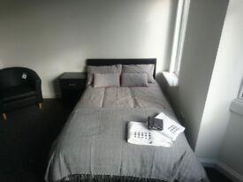 Large en suite room to rent