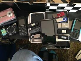 JOBLOT OF MOBILE PHONES &MEMORY CARDS