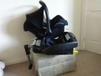 Maxi Cosi Cabriofix 0-13kg car seat with head hugger AND ISOFIX BASE EXCELLENT CONDITION