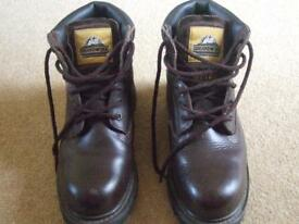 MENS BOOTS BROWN 'GROUNDWORK' SAFETY BOOTS - SIZE 9 UK (10 US) (43 EUR)