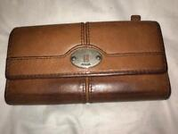 FOSSIL BROWN LEATHER PURSE IN USED CONDITION