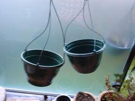 2xGreen Plastic Hanging Baskets
