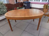 RETRO TEAK 'NATHAN' Oval Extending Dining Table, Will Seat 6 to 8 people.