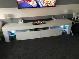 TV UNIT WITH REMOTE CONTROLLED LED LIGHTS