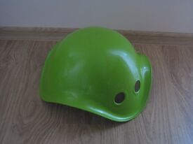 Green Bilibo Rocking and Spinning Toy