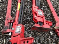 Lifting Equipment - This is a pair (x4 pieces) of farm jacks - Longfield